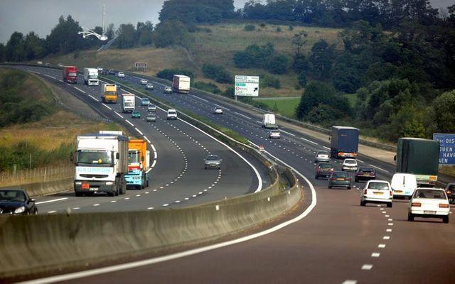 la cour des comptes épingle les relations entre état et sociétés d'autoroutes.