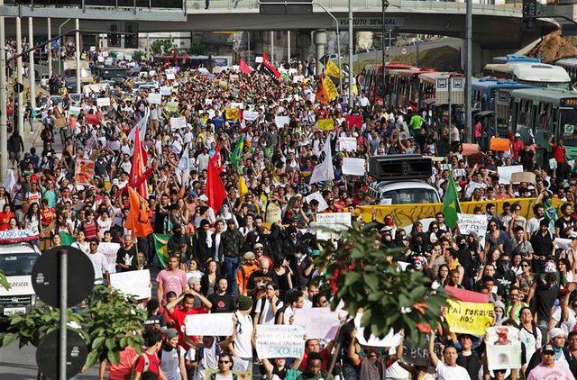 les brésiliens dans la rue