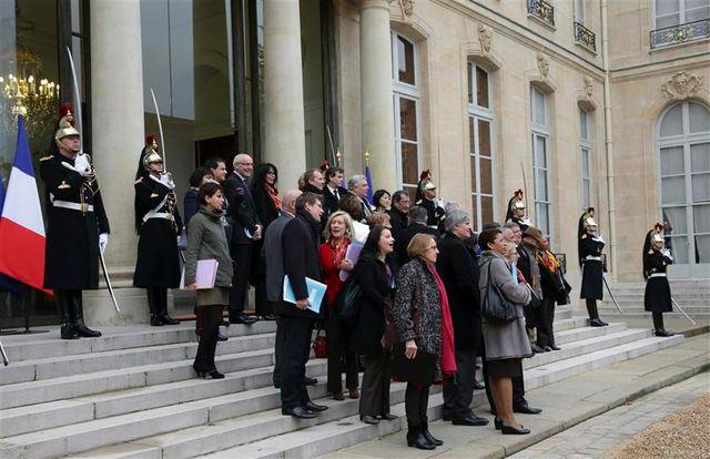 """françois hollande veut une """"règle de conduite"""" pour les ministres candidats en 2014"""