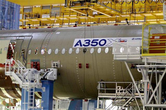 airbus inaugure l'usine d'assemblage de l'a350