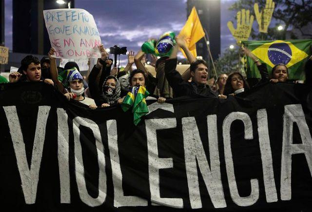 les brésiliens manifestent en masse