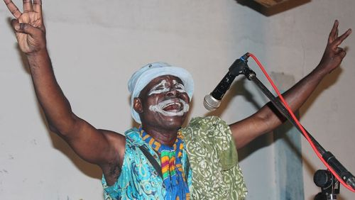 Togo (1/2) : Azé Kokovivina, le sorcier du fou rire