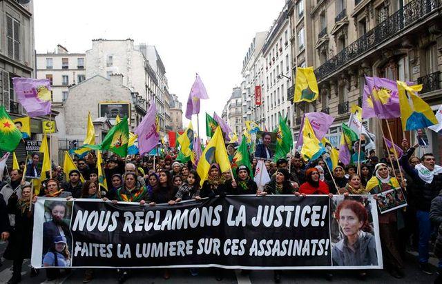 manifestation de kurdes à paris un an après le triple meurtre