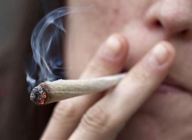 jean-marc ayrault écarte toute dépénalisation du cannabis