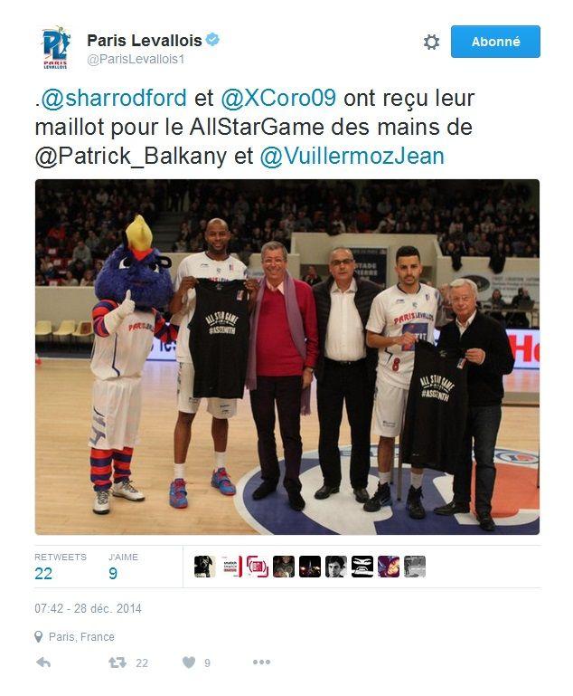 Patrick Balkany et Jean-Pierre Aubry (à sa gauche) lors d'un match de basket