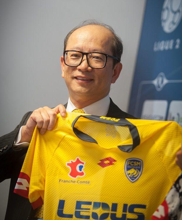 Wing Sang Li, président du groupe Tech Pro Technology, lors de la cession du FCSM à l'entreprise chinoise Ledus