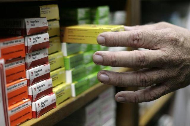 """arnaud montebourg prône la création de """"chaînes de pharmacies"""""""