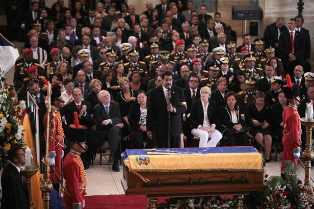 marée humaine aux obsèques d'hugo chavez