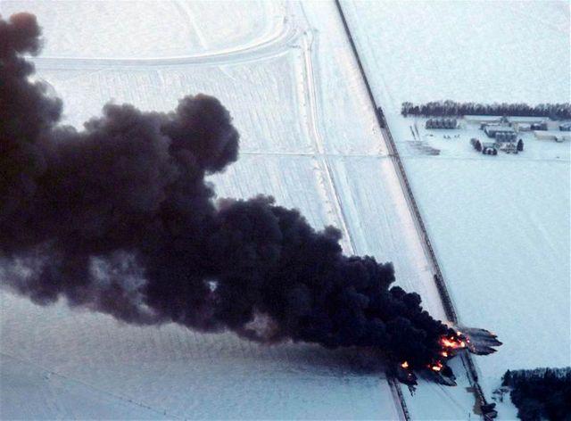un convoi pétrolier en feu dans le dakota du nord
