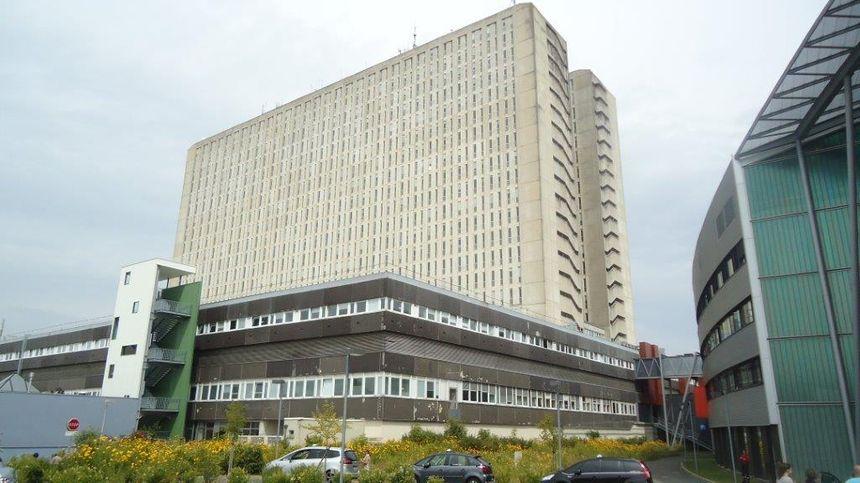Le CHU de Caen est en 2009 l'hôpital le plus amianté et les plus endetté de métropole.