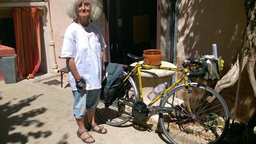 Marina, 82 ans, et son vélo Henri, 40 ans