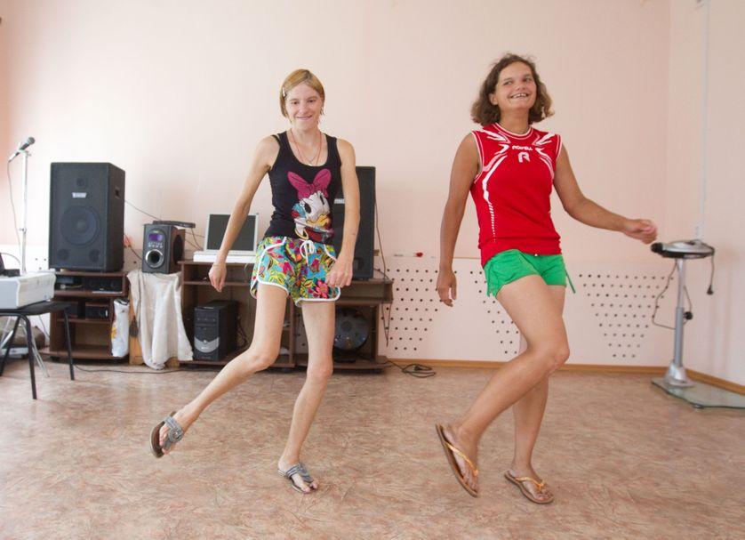 Des patients d'un hôpital psychiatrique russe dansent