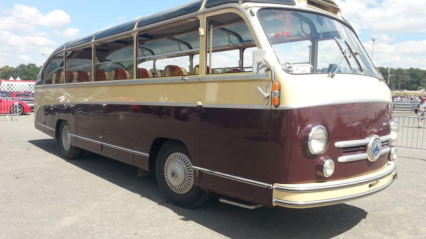 Un vieil autobus qui n'a pas pris une ride