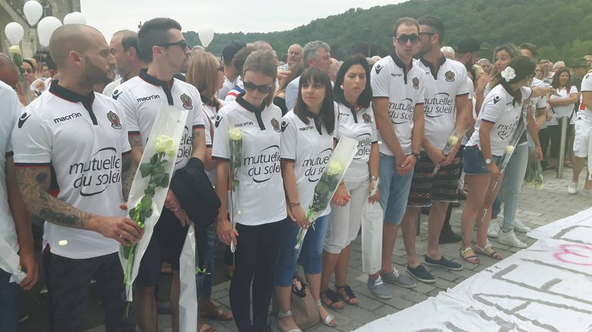 Les amis de Mickaël Pellegrini portent symboliquement le maillot de l'OGC Nice