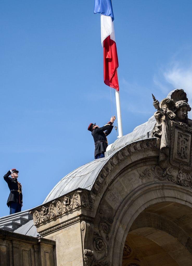 A l'Elysée, les drapeaux ont été mis en berne (15/07/2016)