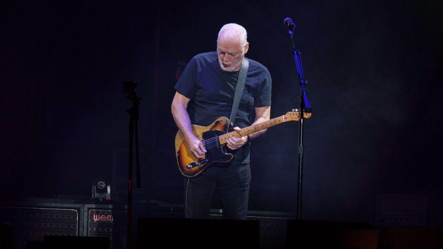 David Gilmour était le chateur et le guitariste du groupe mythique Pink Floyd.