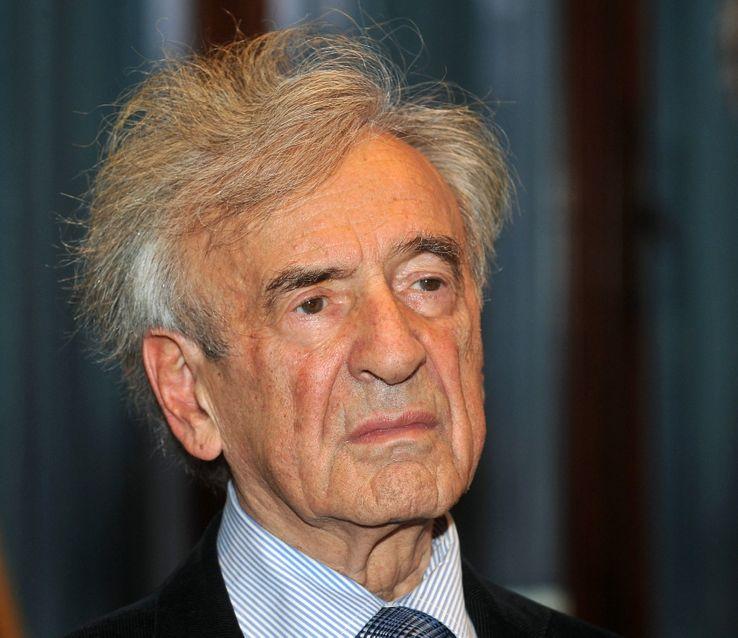 Elie Wiesel à une conférence à Budapest en 2009