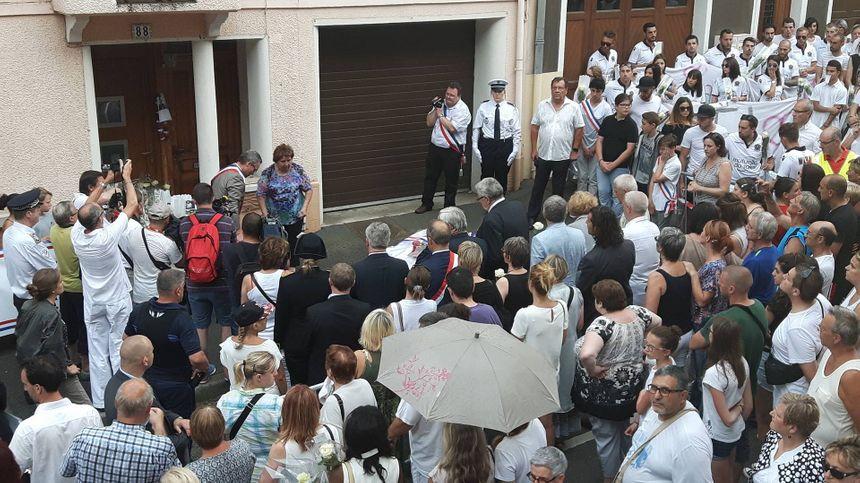 Des gerbes de fleurs déposées à Herserange devant les domiciles des victimes de l'attentat de Nice