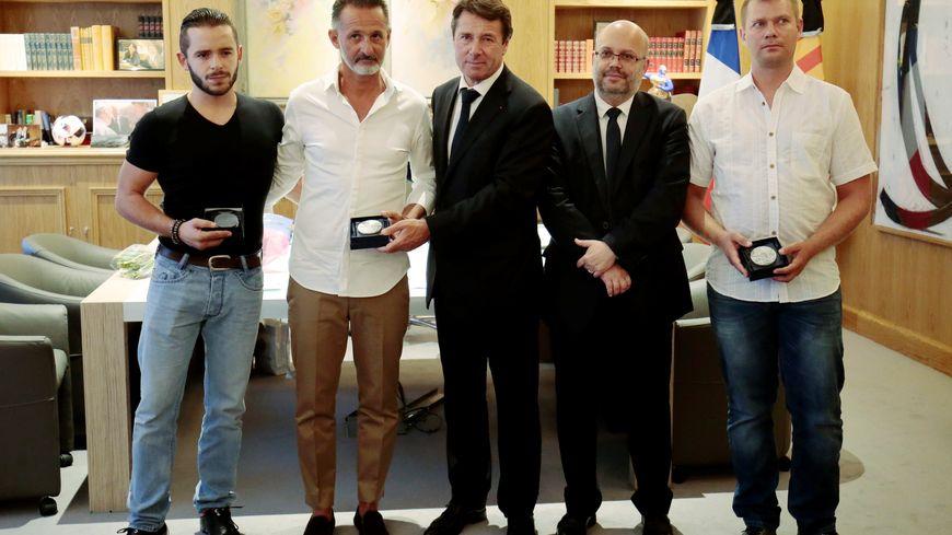 Franck (2e à gauche) a reçu la médaille de Nice pour son acte de bravoure lors de l'attentat du 14 juillet sur la promenade des Anglais.