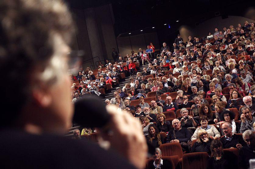 Michel Onfray et le public de l'Université Populaire de Caen lors de son ouverture en 2010