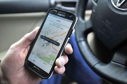 Uber, cette application qui offre un service de VTC et qui fait travailler aujourd'hui des milliers de chauffeurs, mais sans les salarier.