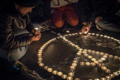 Place de la République, recueillement et hommage aux victimes des attentats du 13 novembre