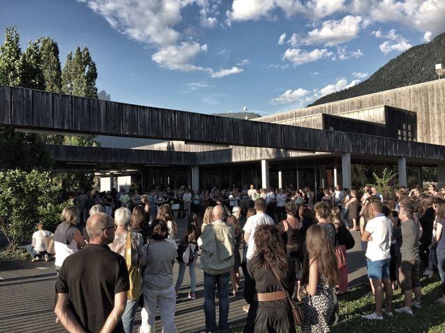 300 personnes réunies hier soir à Passy pour rendre hommage à Françoise et son fils tous les deux tués dans l'attentat de Nice.