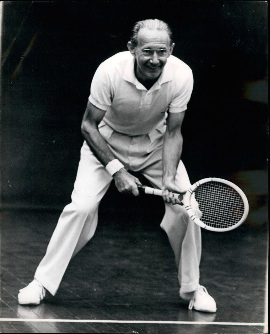 L'ancien Mousquetaire et ministre a repris la raquette en octobre 1963 lors d'une rencontre France-Angleterre