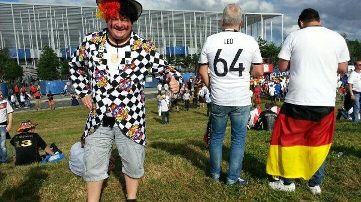 Un supporter allemand devant le stade de Bordeaux avant Allemagne - Italie
