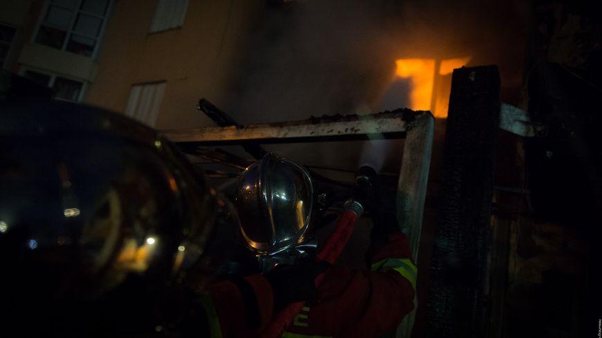 Les pompiers en intervention place de lAmiral Muselier à Marseille