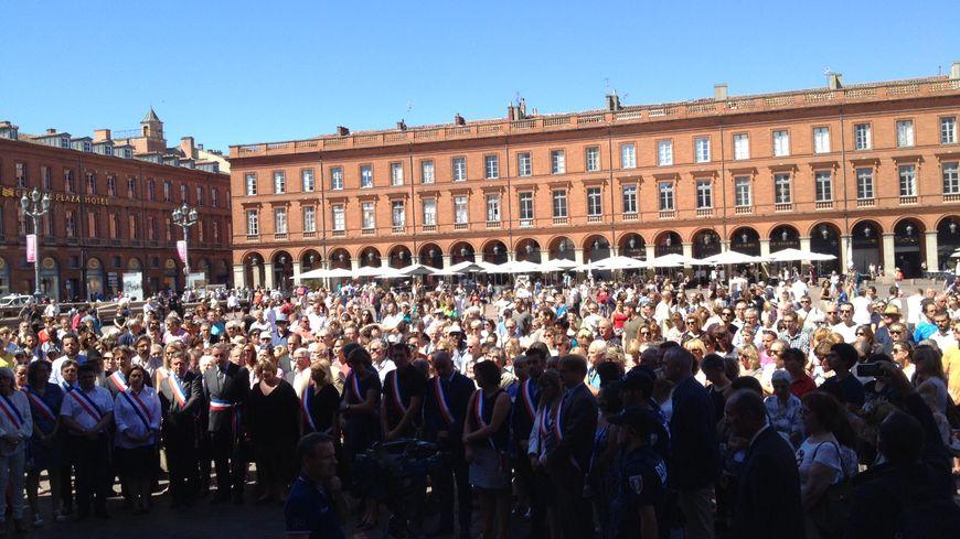 Entre 500 et 700 personnes réunies place du Capitole à Toulouse pour une nouvelle minute de silence