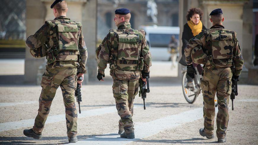 Depuis les attentats de Paris, les réservistes prêtent main forte aux militaires de l'opération Sentinelle.