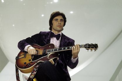 Sacha Distel pendant le Sacha Show (1971)