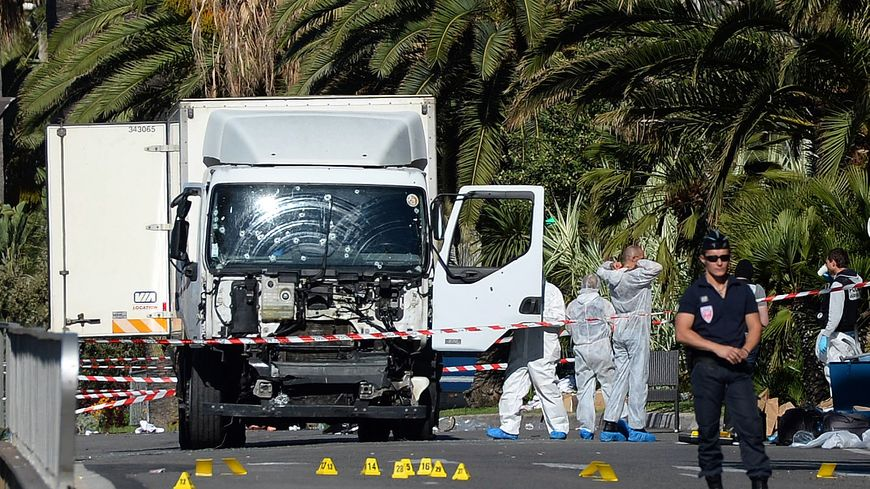 attentat de nice ce que l 39 on sait sur le conducteur du camion. Black Bedroom Furniture Sets. Home Design Ideas