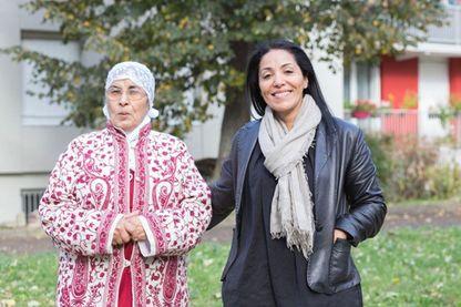 Bouchera Azzouz et sa mère Rahma à la cité de l'amitié
