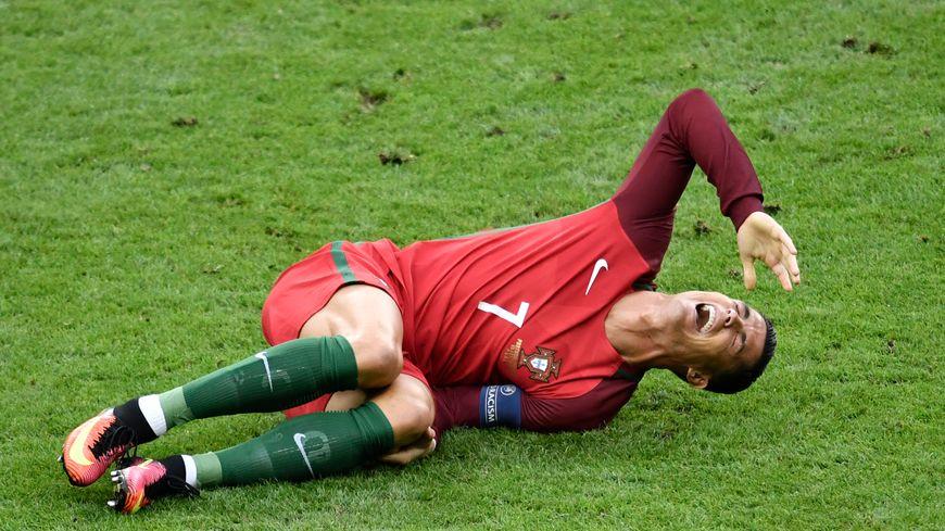 Cristiano Ronaldo, la star de la Seleçao, est sorti sur blessure en début de match