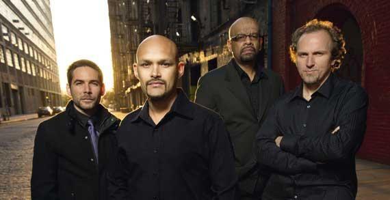 DR  Miguel Zenón (saxophone alto), Luis Perdomo (piano), Hans Glawischnig (contrebasse), Henry Cole (batterie)