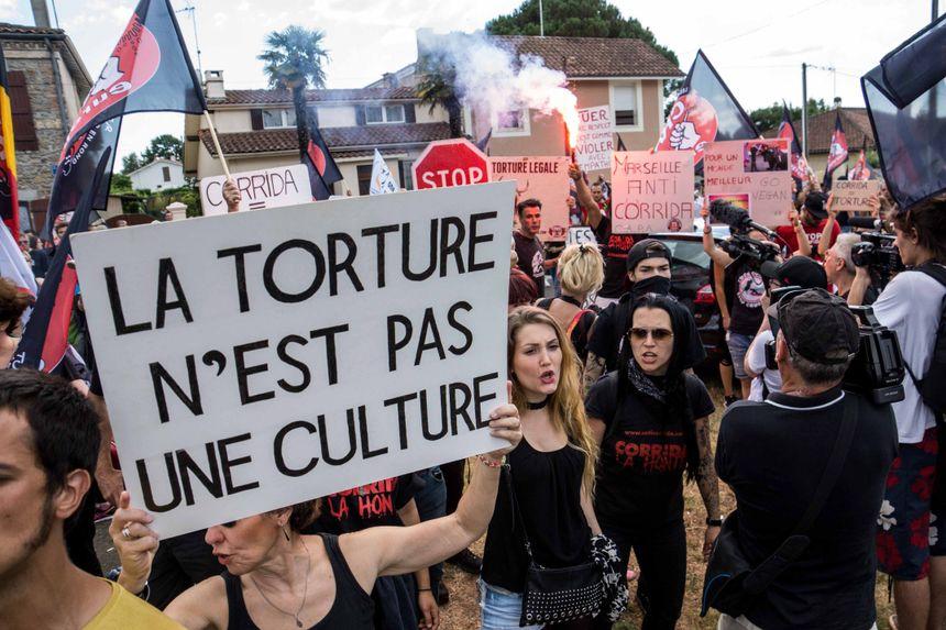 Manifestation anti-corrida à Mont de Marsan