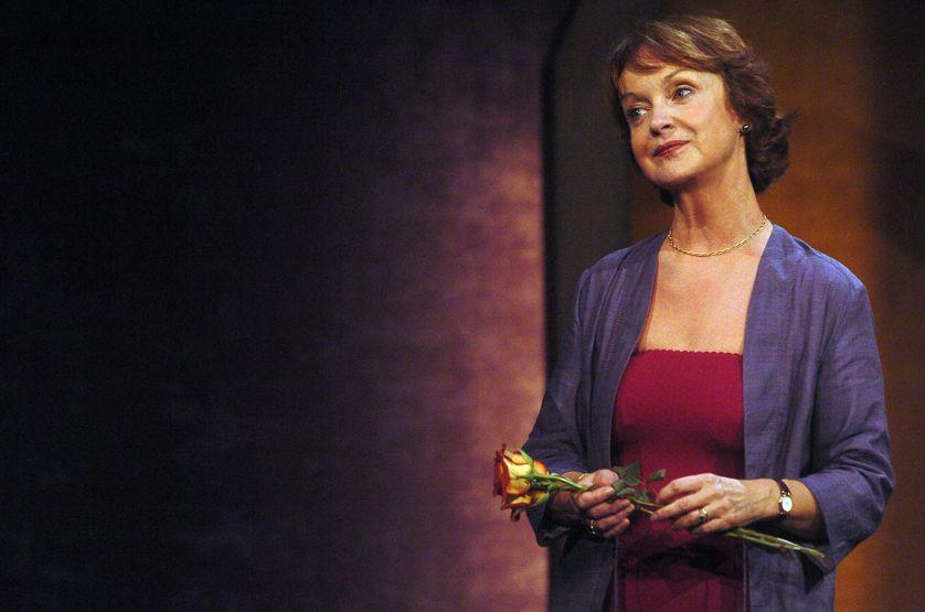 """L'actrice Danièle Lebrun répète le 13 septembre 2004 au théâtre de l'Atelier à Paris, la pièce """"A la folie pas du tout"""""""