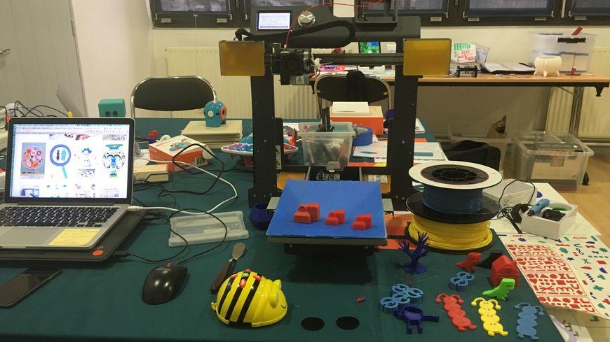 Une imprimante 3D permet de fabriquer des pions uniques dessinés par les tout petits.