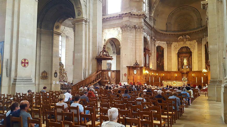 Des musulmans assistent à la messe dans la Cathédrale de Nancy