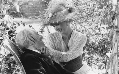 Louis Ducreux et Sabine Azéma dans Un dimanche à la campagne