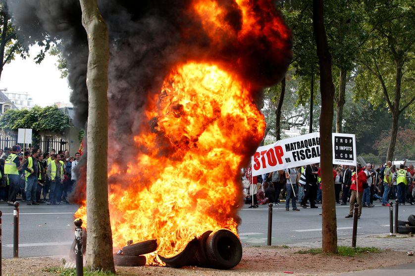 Manifestation à l'initiative de l'association Sauvons nos entreprises le 21 septembre 2015  à Paris