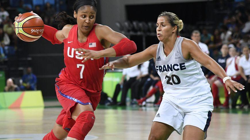 La Mulhousienne Amel Bouderra (à droite) lors de la rencontre avec les Etats-Unis aux Jeux olympiques de Rio