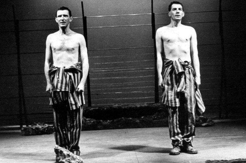 """Tom Bell et Ian McKellen dans """"Bent"""" de Martin Sherman (Londres, 1979)"""
