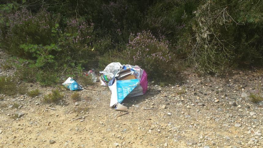 Les déchets des personnes qui rentrent illégalement sur le site