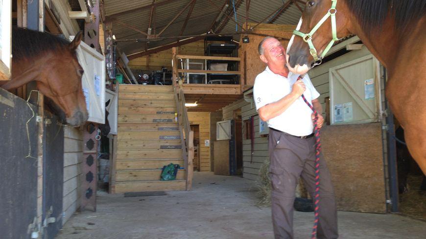 Roland Phillips récupère des chevaux de la police montée anglaise depuis huit ans