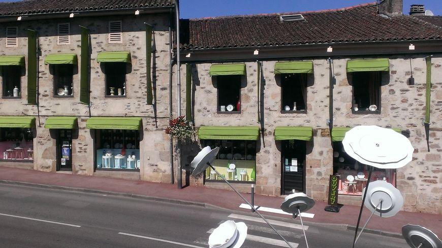 Supérieur La Maison De La Porcelaine #4: Les Magasins Du0027usine : A Aixe Sur Vienne, La Maison De La Porcelaine Voit  Grand !