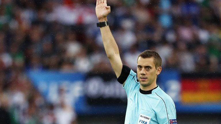 Clément Turpin lors de l'Euro 2016