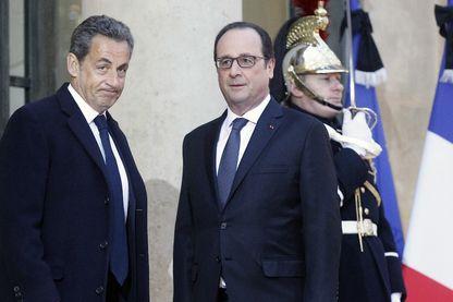 François Hollande et Nicolas Sarkozy à l'Elysée le 8 janvier 2015
